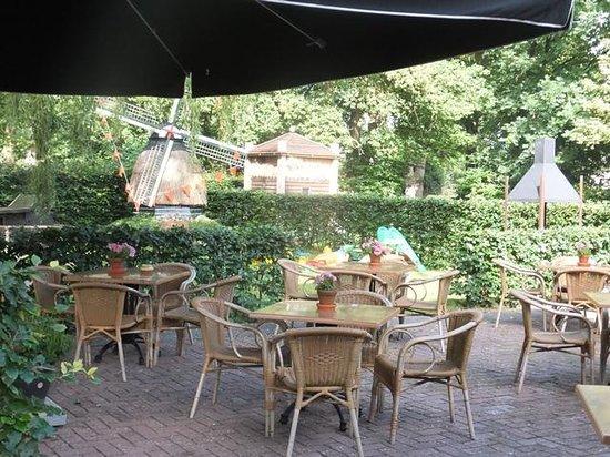 Uffelte, Nederländerna: Outside seating area