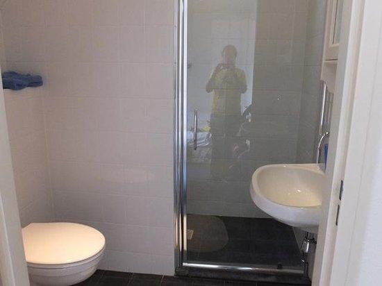 Uffelte, Nederländerna: Shower room room 9