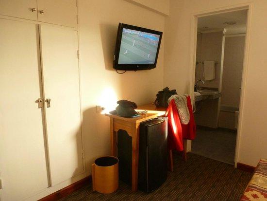 Hotel Mirador del Lago : hab. tv escritorio