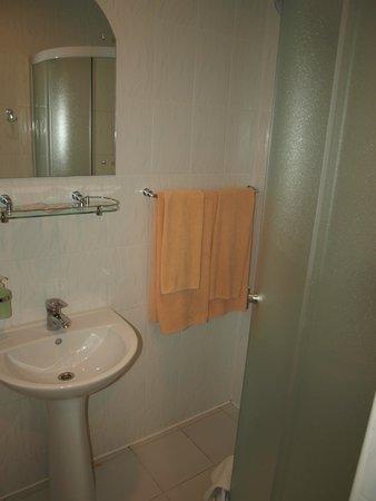 Sky High Hotel: Bathroom