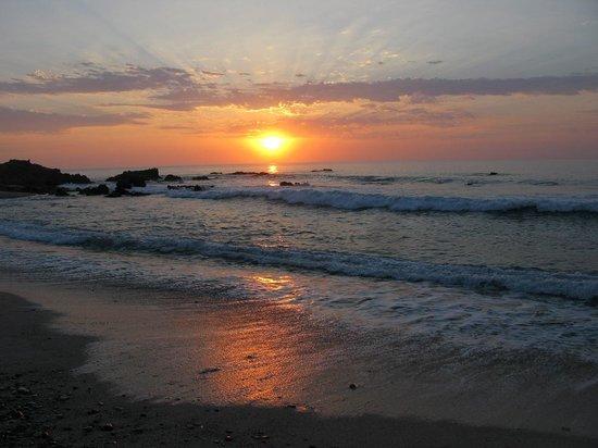 Punta Pescadero Paradise Hotel & Villas: Sunrise on Punta Pescadero Beach