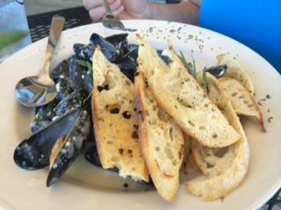 Archer's on the Pier: Fresh Maine Mussels with Tarragon Dijon Cream