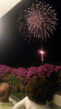 Hotel Ambasciatori : La terrazza dell'hotel: un posto in prima fila per i tradizionali fuochi d'artificio di San Piet