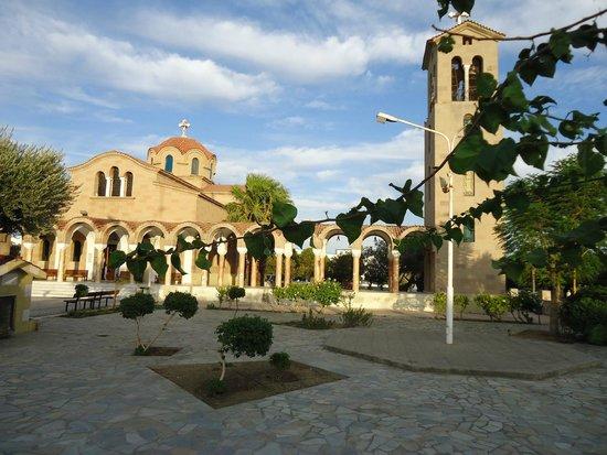 Blue Sea Beach Resort : Площадь перед церковью в п. Фалираки