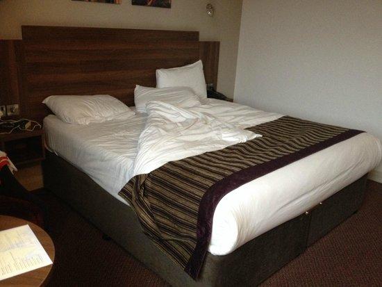 Jurys Inn Birmingham : Huge comfy bed!