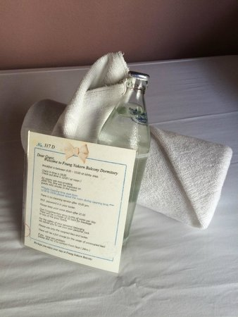 Feung Nakorn Balcony Rooms & Cafe: Complementary Bottle Water Daily
