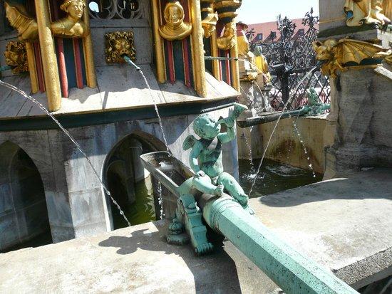 Der Schöne Brunnen: la fontana dei desideri