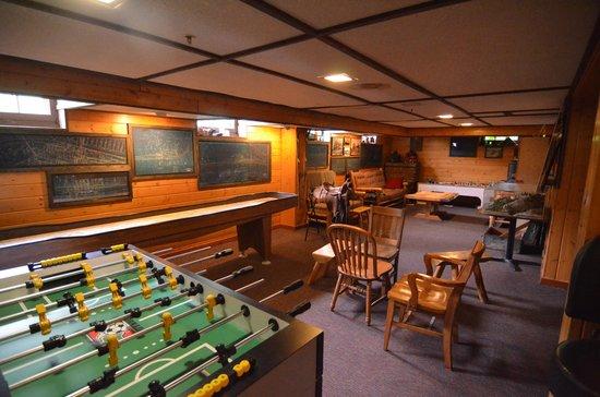 Izaak Walton Inn : Games & Activities in the Bar area