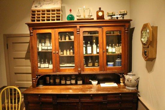 Cincinnati Museum Center: old cabinet