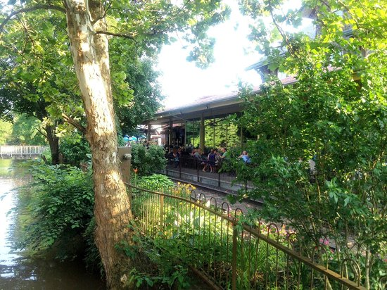 Lambertville Station Restaurant : View of the outdoor eating area
