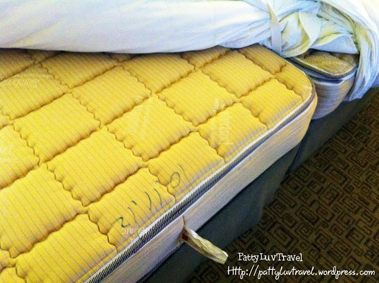 Sheraton Grand Taipei Hotel : 2 single mattresses  = 1 king