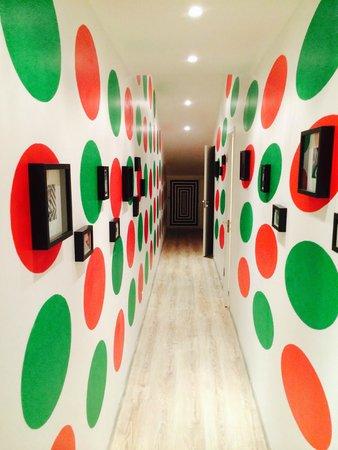 Baby Lemonade Hostel: Trippy hallway