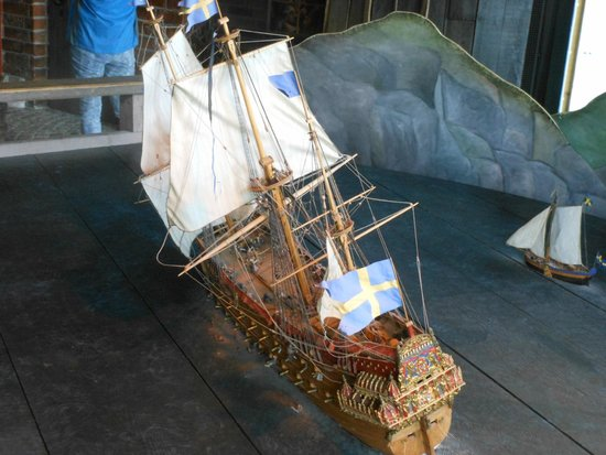 Vasa-Museum: Scale model of the warship Vasa at the moment she began to sink in 1628.