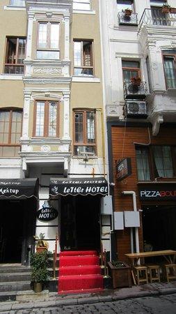 Letter Hotel: Фасад отеля