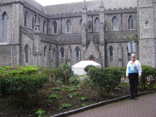 Saint Patrick's Cathedral: voor de kerk