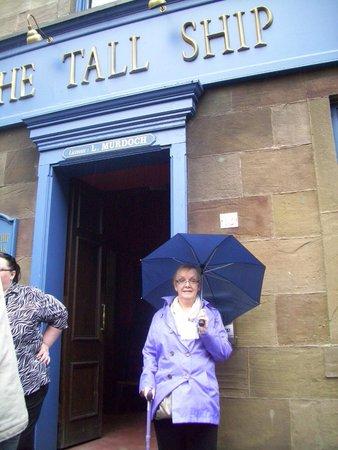 River City Set Tour: outside The Tall Ship pub, Shieldinch.