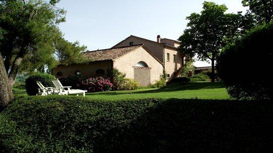 Urbino Resort - Tenuta Santi Giacomo e Filippo : Uno degli edifici