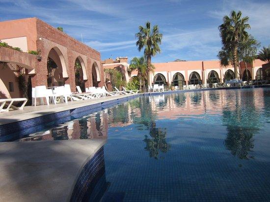 Hotel Karam Palace : La piscine