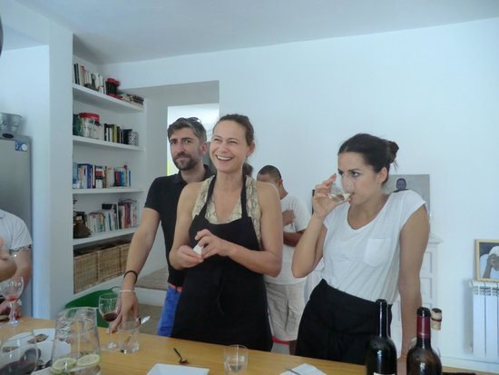 Toma & Coe : Tour Guide Manni with Lucia & Axel