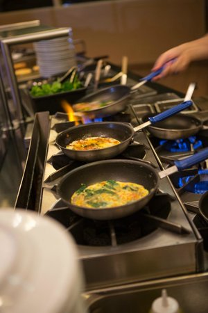 Solaris : Start your day off the casual home-style way with our daily breakfast buffet.