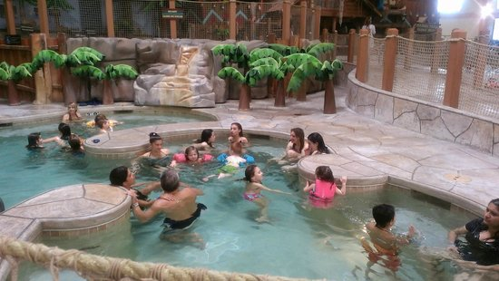 Great Wolf Lodge : The large hot tub