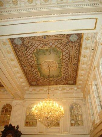 Hotel Monteleone: Lobby ceiling