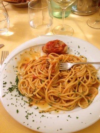 Casa del Brodo dal Dottore: spaghetti ai ricci di mare