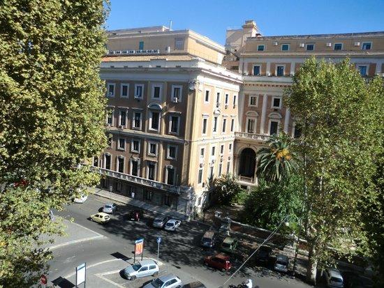 Hotel Turner: Opposite building