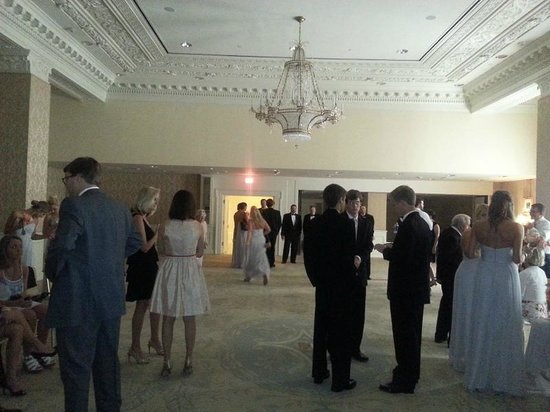 Hotel Monteleone: Function room for wedding pictures