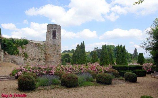 Chateau de Luynes : LE jardin et la ville vue du château