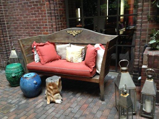 Hudson Hotel New York: The outdoor bar!