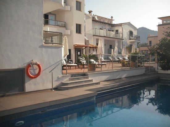 Hotel Marina: achterzijde hotel zwembad