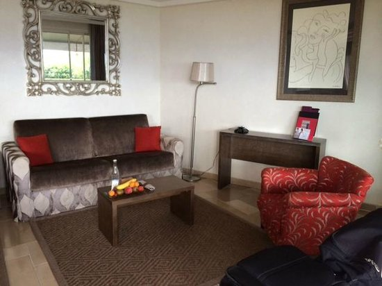 Hotel La Perouse: Sitting Area in Suite