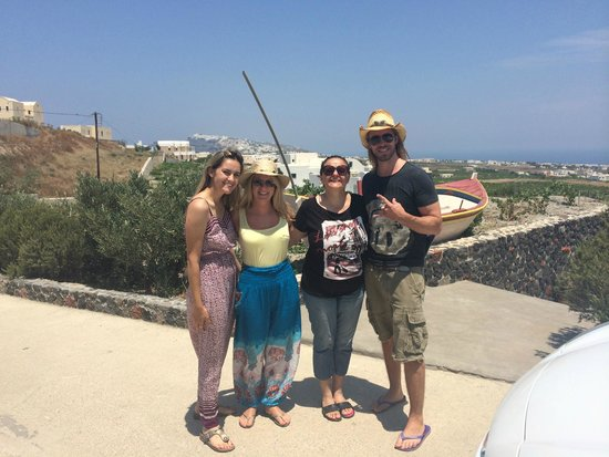Santorini Mesotopos: The lovely owners