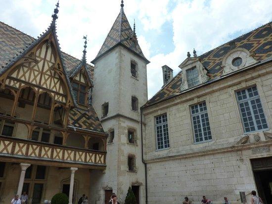 Musée de l'Hôtel-Dieu : Hotel Dieu - Beaune Exterior