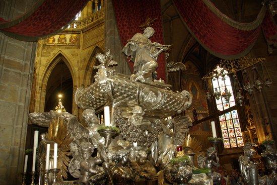Veitsdom (Chram svatého Víta): tombeau de de st jean Népomucène