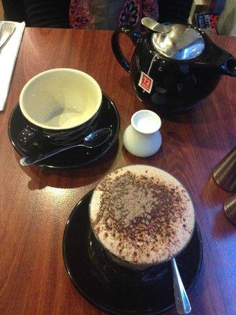 Bona Fides Cafe Restaurant: Hot chocolate and a pot of tea... love the little milk jug