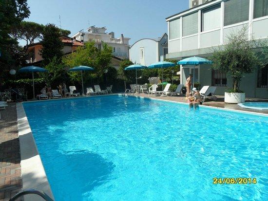DaSamo Hotel: Pool