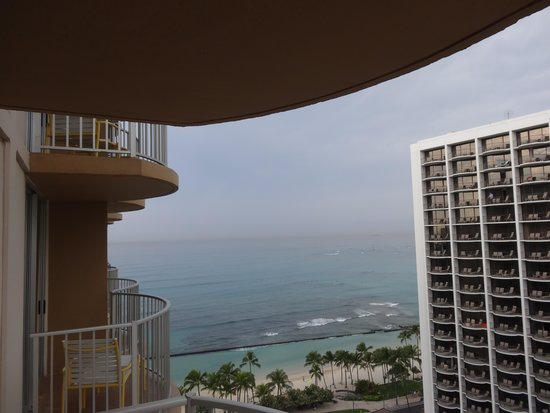 Aston Waikiki Beach Hotel: View from hotel room looking at ocean