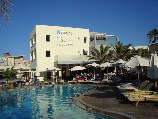 SENTIDO Pearl Beach: Fine hotel building