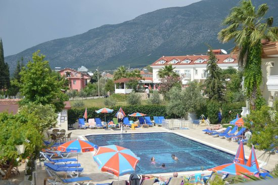 Yalcin Hotel: View of pool from our room