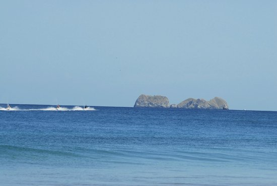 Flamingo Beach Resort & Spa: The beach