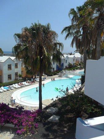 Apartamentos THe Morromar : The quieter pool
