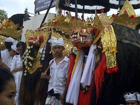 Mr. Manik (Ubud Driver) - Day Tours : Ceremoney