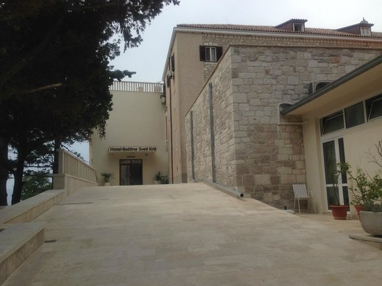 Hotel Bastina Sveti Kriz Bol: The hotel entrance