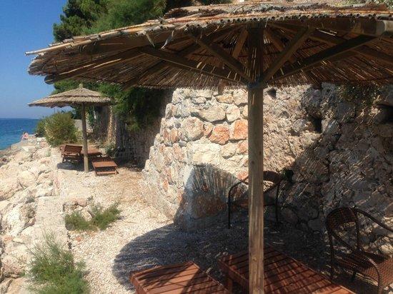 Hotel Bastina Sveti Kriz Bol: The private hotel beach