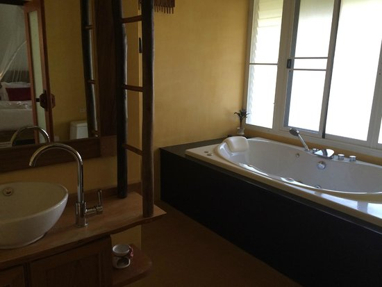 Ban Sainai Resort: The inviting jacuzzi