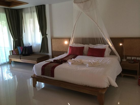 Ban Sainai Resort : Spacious and lovely room - jacuzzi suite