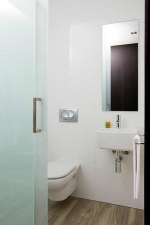 NH Puerto de Sagunto: Bathroom