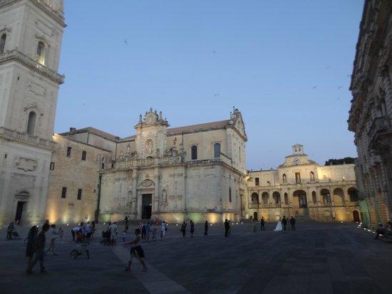 Grand Hotel Di Lecce : Lecce. Notturno con sposi in Piazza Del Duomo